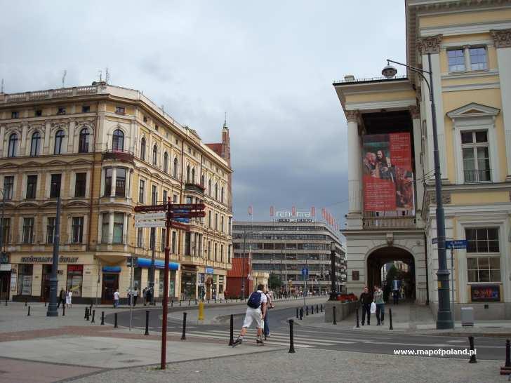 Opera i w tle Dom Handlowy Renoma - Wrocław