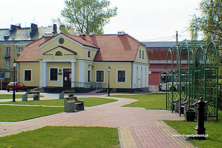 Dworek przy ul. Długiej - Warka