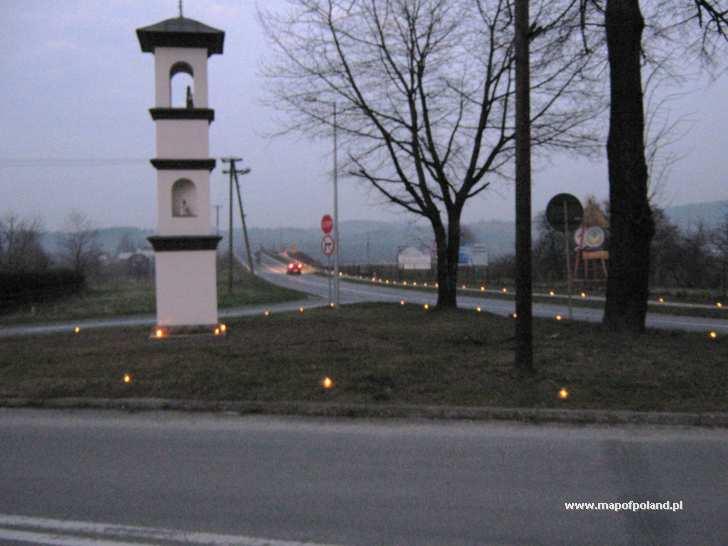 Oświetlenie lampkami ulic w 6 rocznicę śmierci Jana Pawła II - Stary Sącz